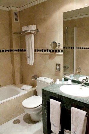 Exe Ciudad de Cordoba: Badezimmer