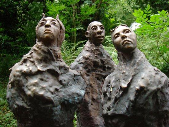 Broomhill Art Hotel : Artist of the Silk Road bronze sculpture at Broomhill