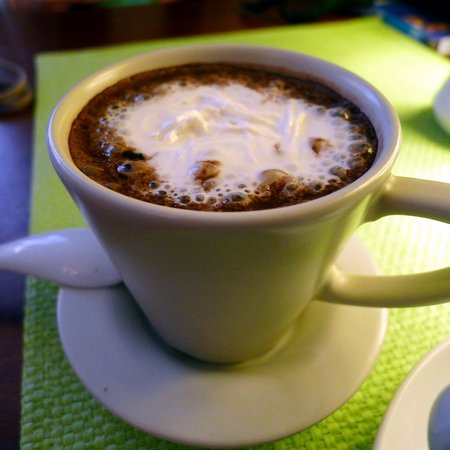 Bon Bon Cafe: Very thick, smooth and tasty hot chocolate
