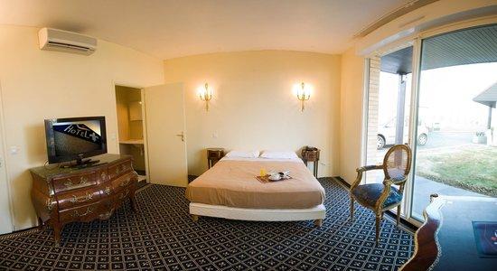 Hotel Fleur de Lys : espace chambre