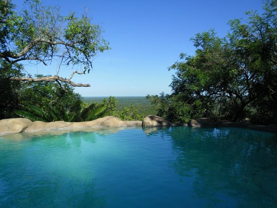 Ulusaba Safari Lodge: View over swimming pool