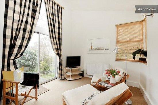 The Garden House Bed & Breakfast: Sitting room/Kitchen