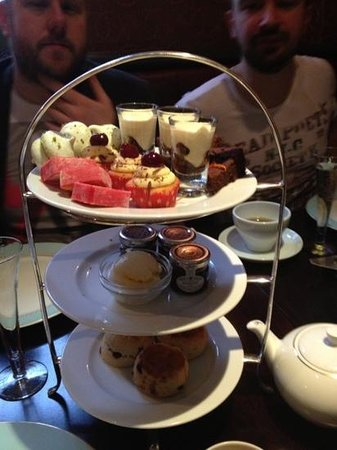 The Mandeville Hotel: cakes