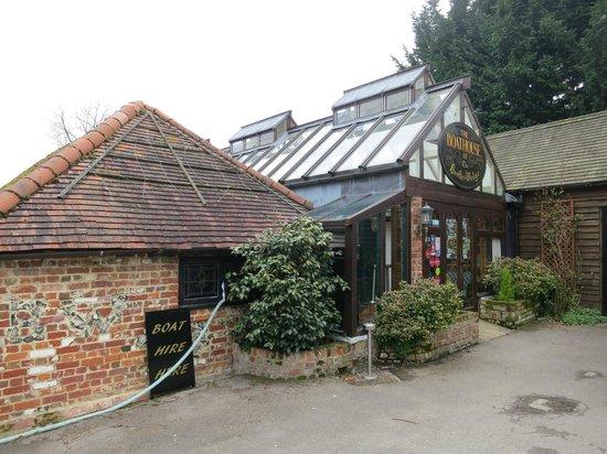 The Beetle & Wedge Boathouse: Entrance