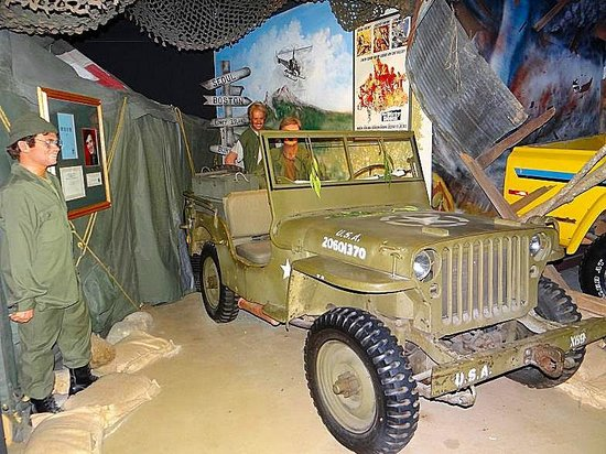 Hollywood Star Cars Museum: Jeep from MASH TV show