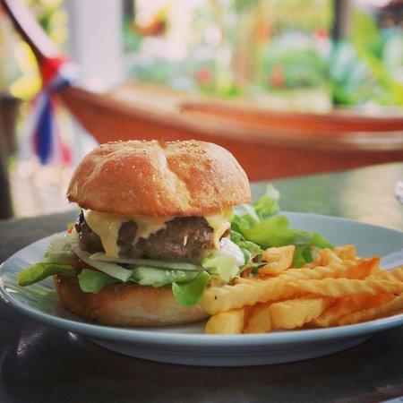 Islanda Eco Village Resort : Cheese Burger for lunch