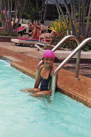 โรงแรม การ์เด้น ลอด์จ: Auch für Kinder ein idealer Pool.