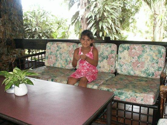 Garden Lodge: Gemütliches Sitzen im Eingangsbereich zur Rezeption.