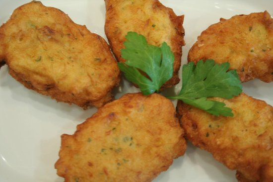 "O Policia: ""Pataniscas de Bacalhau"" (Fried dumplings made ​​from cod)"