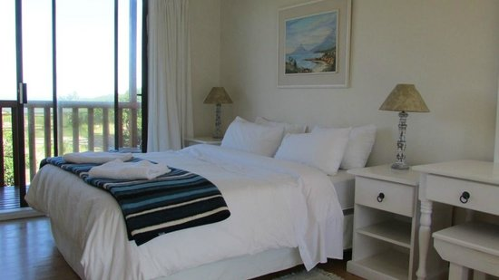 Abalone Beach House Boutique Backpacker Lodge: The room with two balconies