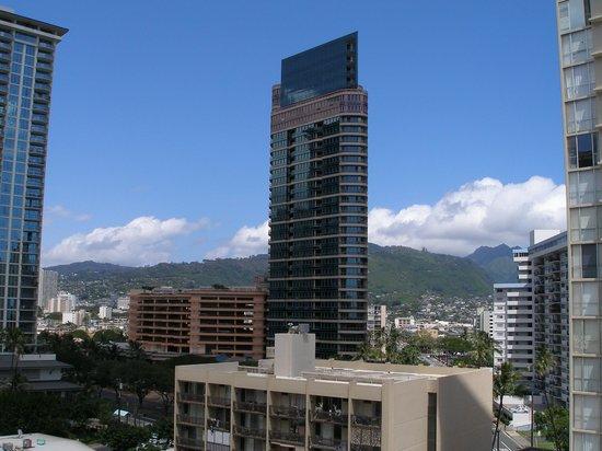 DoubleTree by Hilton Alana - Waikiki Beach: mouttain view