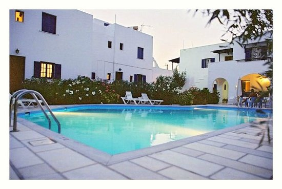 Ikaros Studios & Apartments: Pool by night