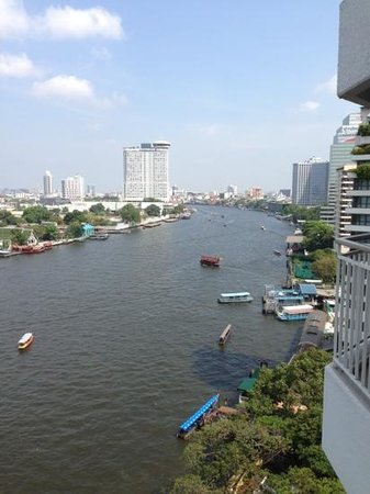 Shangri-La Hotel,Bangkok: view upstream from balcony room 1118