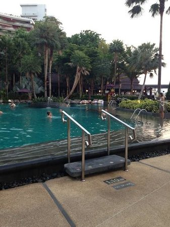 Shangri-La Hotel,Bangkok: the pool