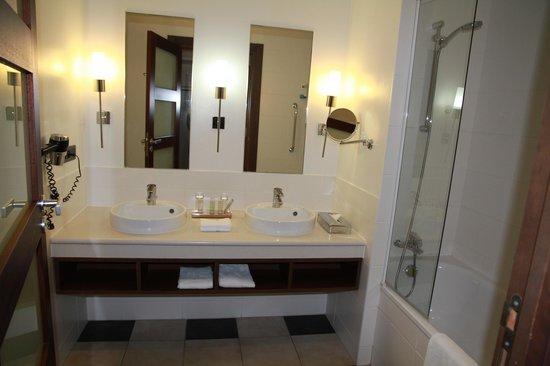 Radisson Blu Hotel at Disneyland Paris: salle de bain  propre et  belle