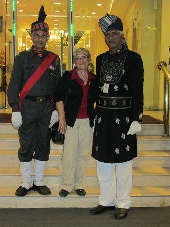 The Janpath Hotel: Empfang am Eingang
