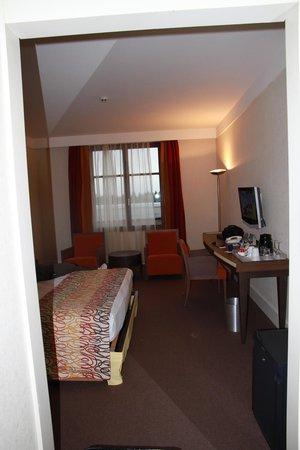 Radisson Blu Hotel at Disneyland Paris: chambre spacieuse