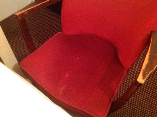 Mabledon Court Hotel: tâches suspecte sur le mobilier