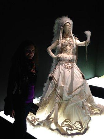 Kunsthal Rotterdam: wedding gown