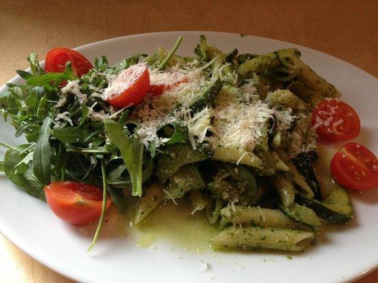 MiiT Coffee: pasta and salad