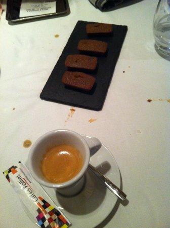 Cap Horn : Espresso and mini brownies
