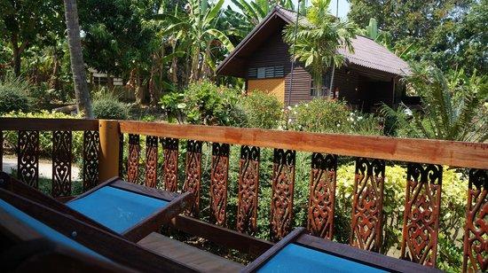 Phi Phi Natural Resort: garden