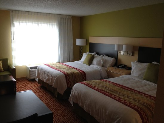 TownePlace Suites Vincennes: Our suite had 2 double beds, slept very well.