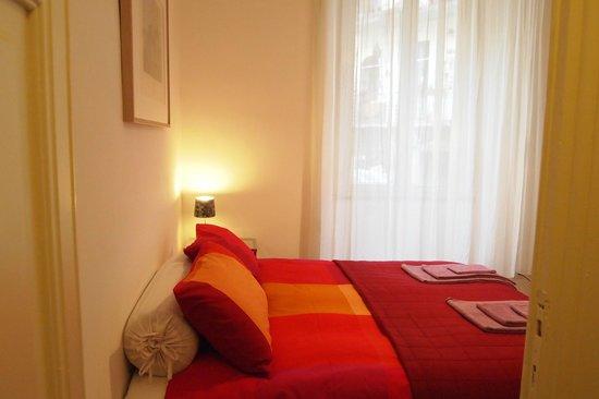 Enjoy Room : La camera matrimoniale con bagno