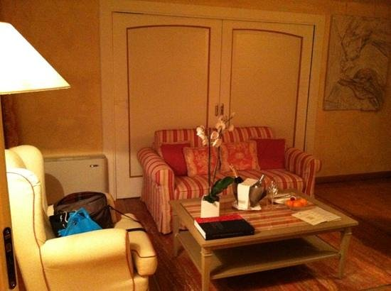 L'Albereta: Suite Living Room