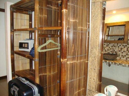 Bali Dream House : Coin dressing, coffre, minibar