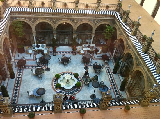 Hotel Alfonso XIII, A Luxury Collection Hotel, Seville: Hotel's courtyard