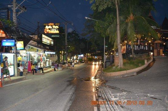 Chanalai Garden Resort: Улица, на которой расположен отль