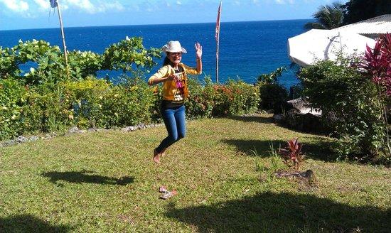 Casa Roca Inn: vern happily jumping