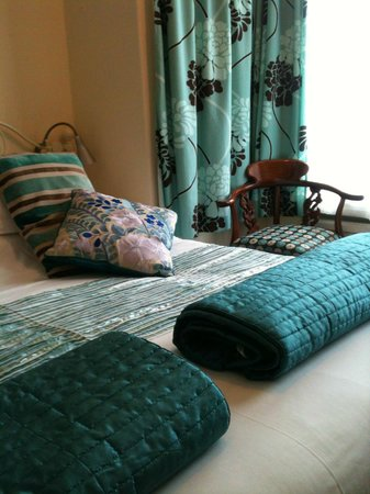 Laurel Bank Bed and Breakfast : delightful superking ensuite Freeview TV/Dvd feree WIFI