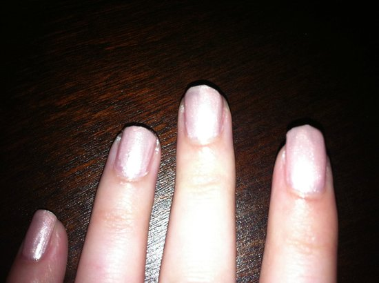 Beauty Rooms at The Carlton Hotel: uneven nails