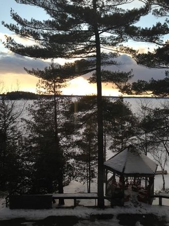 Taboo Muskoka Resort: sunset from elements restaurant
