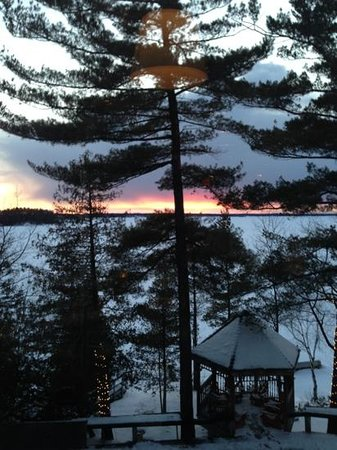 Taboo Muskoka Resort: almost night at taboo resort