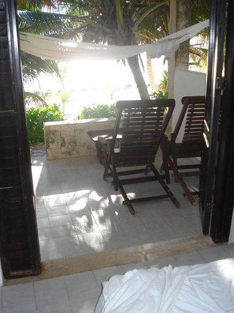 Hotel Cabanas Tulum: Vista hacia la playa desde la habitación