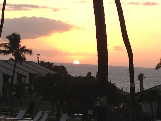 Hale Kamaole: Beautiful sunset from our lanai!!!