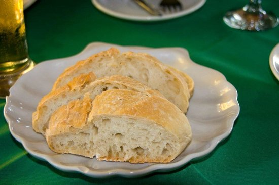 Lucas Restaurant: Bread