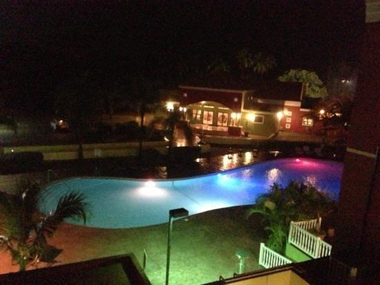 Hotel Punta Maracayo: vista de la piscina desde mi cuarto