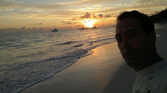 Grand Palladium Palace Resort Spa & Casino: amanecer en la playa hermosa vista