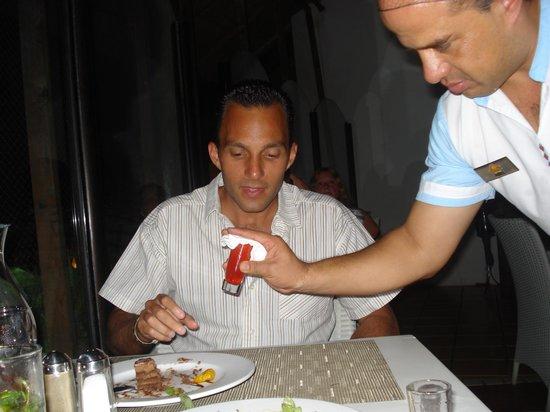 Sandos Playacar Beach Resort: Embriagándonos en uno de los restarantes