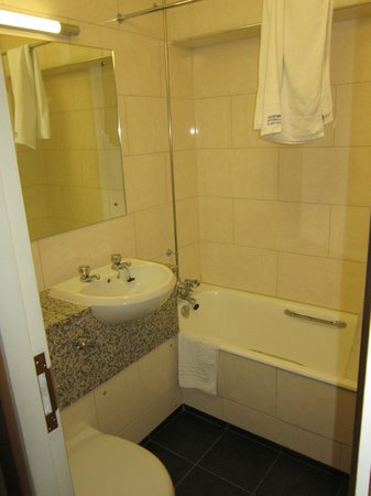 President Hotel: Bathroom (Double room)