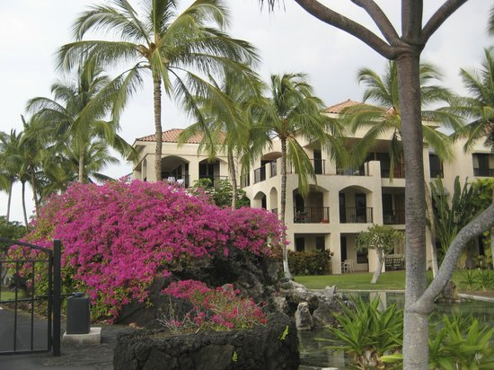 Aston Shores at Waikoloa: One of the buildings