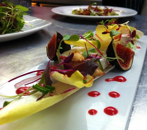 The Lowry Restaurant : Fig, goats cheese and chicory salad, candied almonds and raspberry vinaigarette