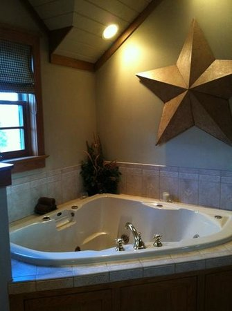 The Inn & Spa at Intercourse Village: hot-tub