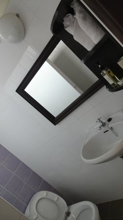 Hotel Khamvongsa: Big  and wide Mirror