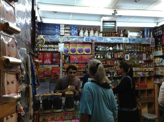 Dubai Spice Souk: Great service and salesmanship