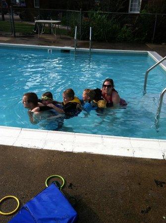 Lee's Grand Lake Resort: The pool.